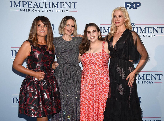 Zleva: Lewinská, Sarah Paulson, Beanie Feldstein a Mira Sorvino