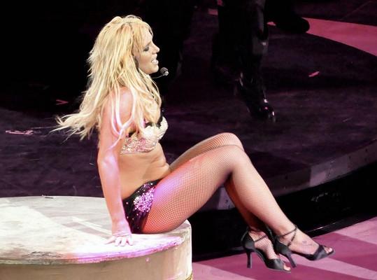 Britney během koncertu v roce 2009