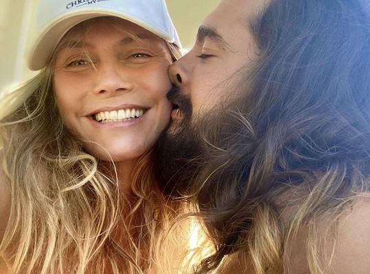 S manželem Tomem Kaulitzem se izolují v Los Angeles.