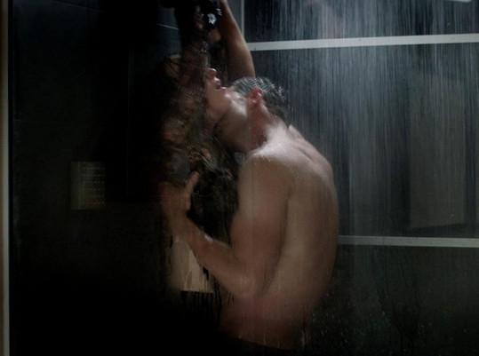 Největší vášně vzbuzuje žhavá scéna ve sprše...
