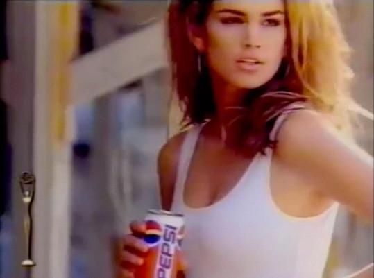 Topmodelka se poprvé v této reklamě objevila během tehdejšího Super Bowlu.
