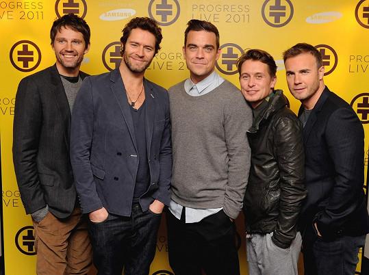 Natočili nové hity a vystupovali znovu v pěti. Zleva: Jason Orange, Howard Donald, Robbie Williams, Mark Owen, Gary Barlow.