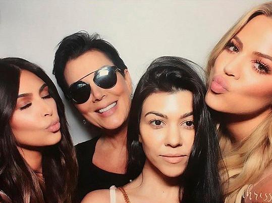 Khloé, Kim a Kourtney Kardashian s matkou Kris Jenner