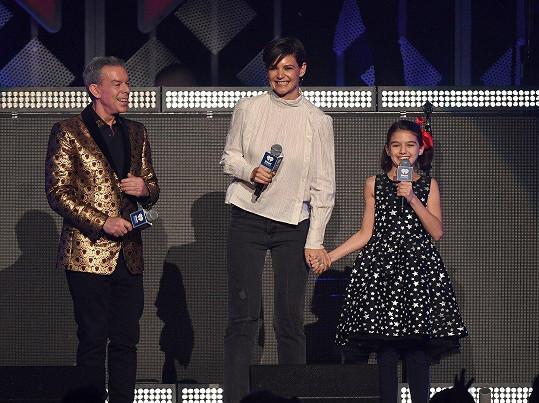 Přišly spolu uvést Taylor Swift na párty rádia iHeart Jingle Ball.