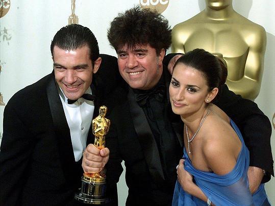 Banderas, Almodóvar a Cruz se radují z Oscara za film Vše o mé matce (1999)