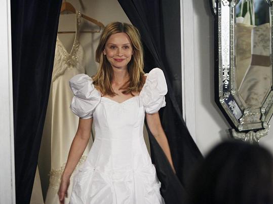 Svatební fotky s Harrisonem nikdy nezveřejnili, ale jako nevěsta se ukázala v seriálu Bratři a sestry.