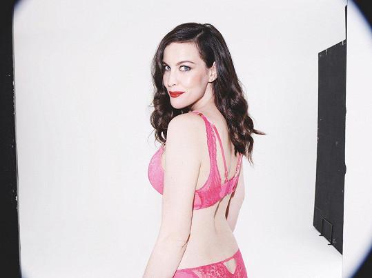 Krásná Liv poslala svému milému tuto valentýnskou výzvu v růžovém prádle.