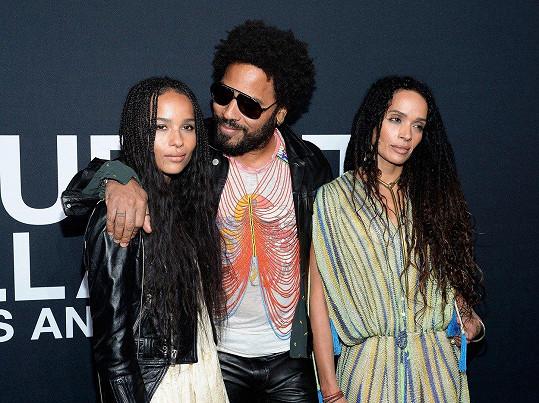 Zoe (vlevo) s rodiči Lennym Kravitzem a Lisou Bonet