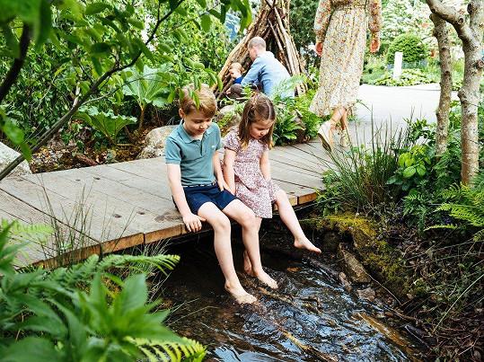 Charlotte a George jsou ze zahrady nadšení.