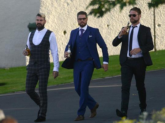 Shane Lynch, Keith Duffy a Brian McFadden se na veselku pořádně vyparádili.