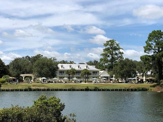 Pětihvězdičkový hotel Montage Palmetto Bluff se nachází v Jižní Karolíně.