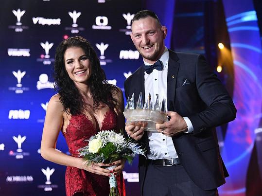 Lukáš se stal vítězem letošní ankety Sportovec roku. Zapózoval i se svou krásnou manželkou.