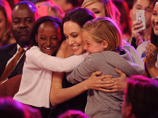 Angelina se Shiloh a Zaharou na Nickelodeon Kids Choice Awards v roce 2015
