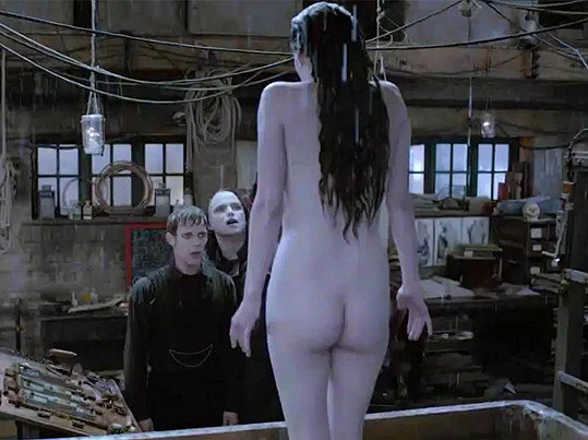 Doktor Frankenstein jí vrátí život.