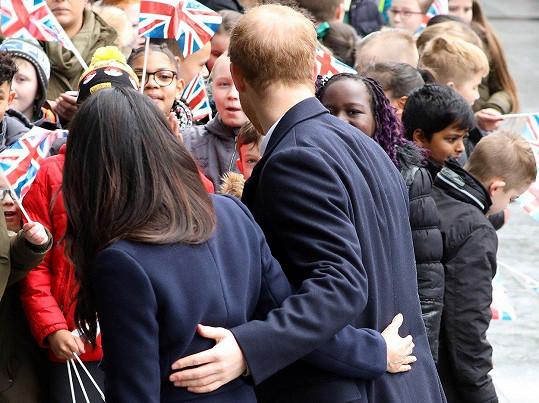 Meghan Markle a princ Harry často chodí mezi obyčejné lidi.