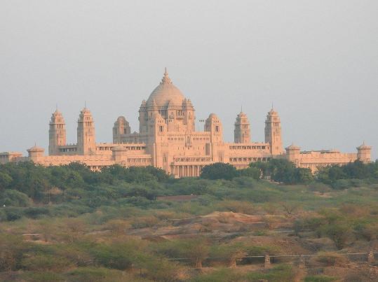 V paláci Umaid Bhawan se odehrají třídenní svatební ceremonie.