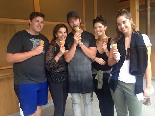 Maria Shriver se svými čtyřmi potomky, které má s Arnoldem Schwarzeneggerem