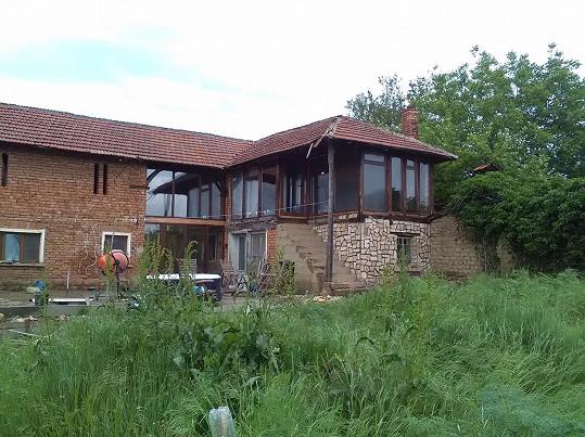 Dům na bulharském venkově, který Sharon opravuje.