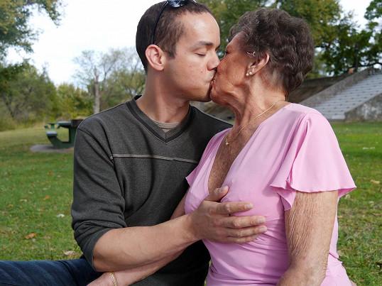 Babička maminky porno