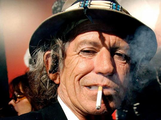 Bez cigarety u pusy si ho lze jen těžko představit.