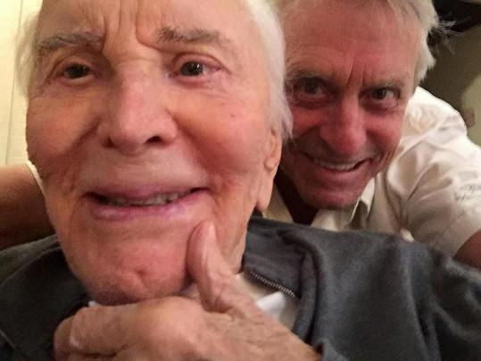 Kirk Douglas slaví 100. narozeniny.