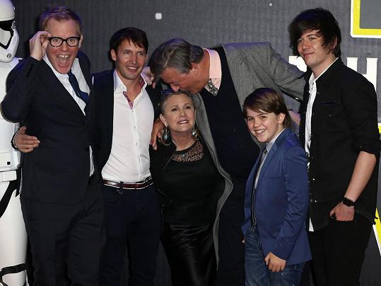 Fry se věnoval i hvězdě Star Wars Carrie Fisher a Jamesi Bluntovi.