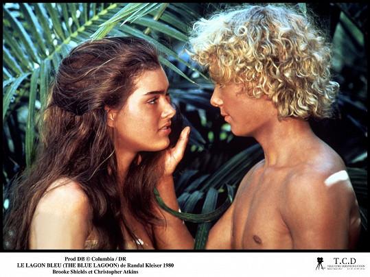 Brooke Shields s Christopherem Atkinsem v Modré laguně