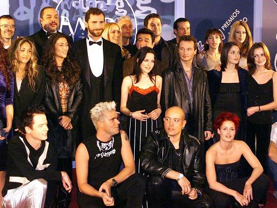 S dalšími interprety na udílení španělských hudebních cen v roce 1998