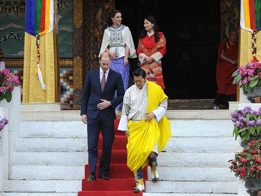 Britský královský pár se setkal s tím bhútánským ve čtvrtek několik hodin po příletu.
