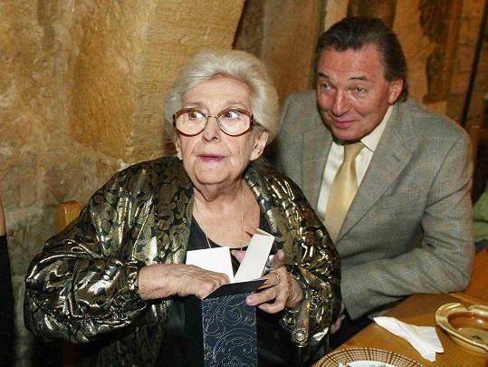 Stella Zázvorková na archivním snímku s Karlem Gottem