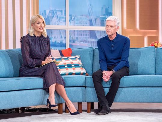 Phillip Schofield moderuje pořad This Morning od roku 2002 a od roku 2009 je jeho kolegyní a blízkou přítelkyní Holly Willoughby.