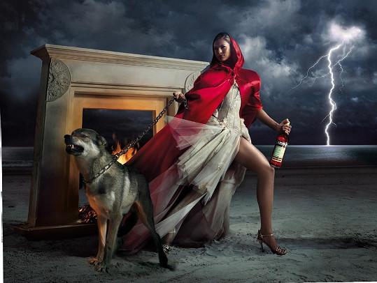 Eva Mendes jako sexy Karkulka