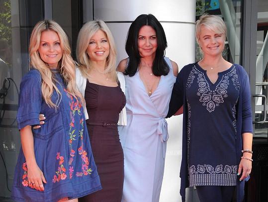 Herečky z Pobřežní hlídky: Kelly Packard, Donna D'Errico, Nancy Valen, Erika Eleniak