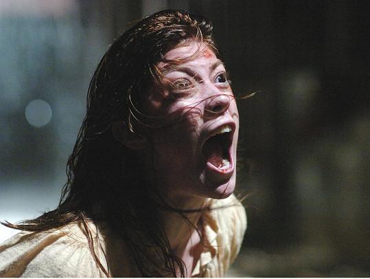 Jennifer Carpenter, která v hororu V moci ďábla ztvárnila posedlou Emily, prý cítila přítomnost nadpřirozených sil.