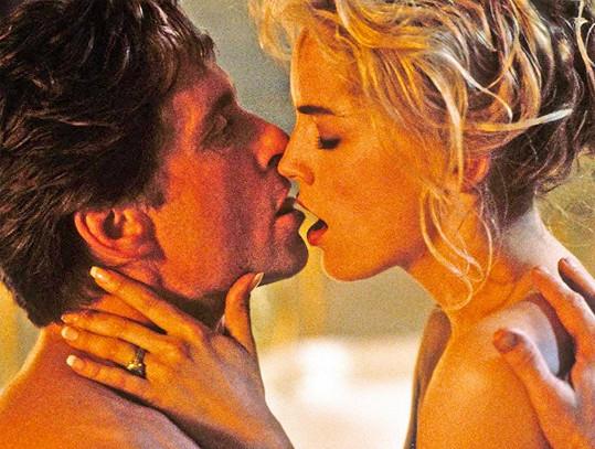 Erotické scény s Michaelem Douglasem byly dost explicitní.