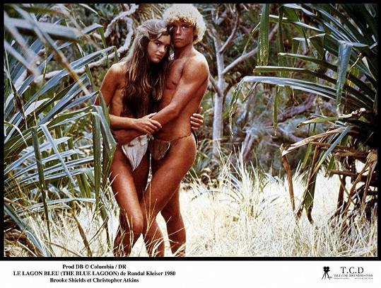 I díky Modré laguně se z ní stala nejslavnější teenagerka 80. let. Shields na snímku s Christopherem Atkinsem.
