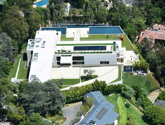 Má neuvěřitelných 9 150 m2 obytné plochy.