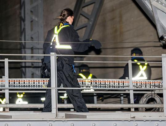 Pippa v akci: Tentokrát vyšplhala na 134 metrů vysoký most.