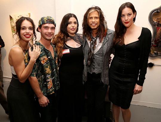 Steven se všemi dětmi, zleva: Chelsea, Taj, Mia, Steven, Liv