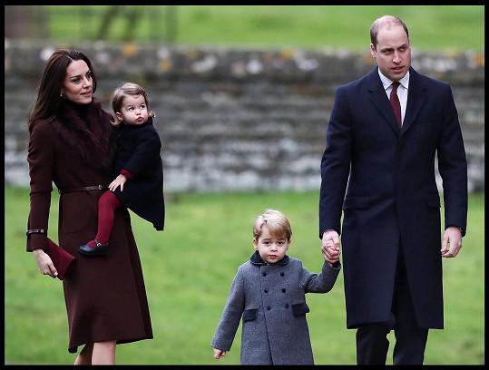 Mezitím, co William brázdil svahy ve Švýcarsku, Kate pečovala o jejich děti doma.