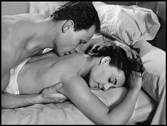 Jeanne Moreau a Jean-Marc Bory ve filmu Milenci (1958)
