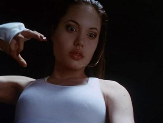 Ve filmu Cyborg 2 - Skleněný stín už měla náběh do sexbomby.