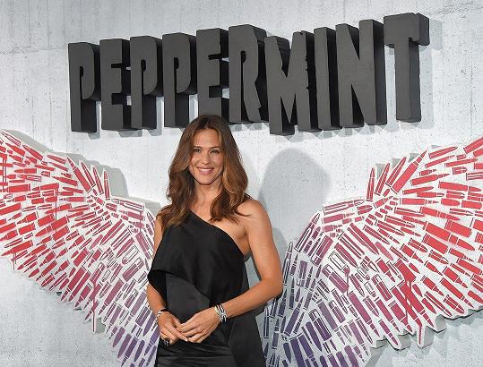 Herečka zapózovala s andělskými křídly.