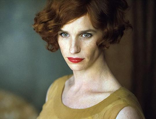 Eddie Redmayne jako slavný dánský malíř po přeměně pohlaví