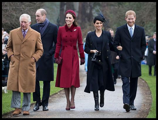 Loni se v Sandringhamu sešla celá rodina, letos budou Harry s Meghan a synem Archiem v Norfolku chybět.