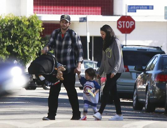 Manželé strávili první Vánoce s Wyatt a novorozeným synem Dimitrim.