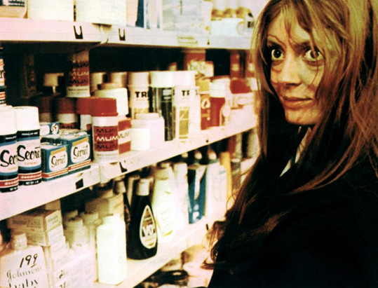 V době natáčení jí bylo 23 let.