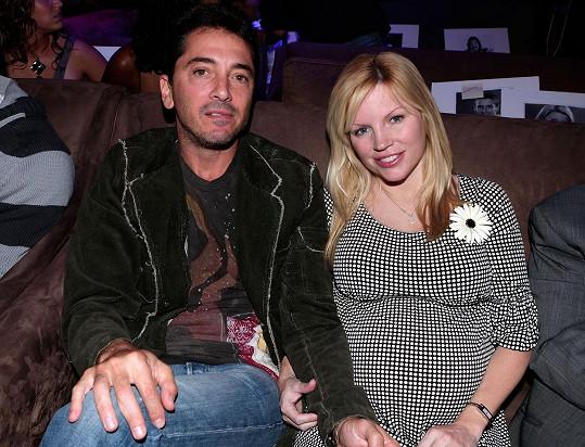 Scott Baio je pro manželku Renee velkou oporou.