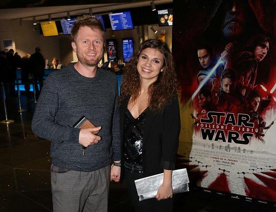 Denisa Pfauserová přišla do kina ruku v ruce s přítelem.