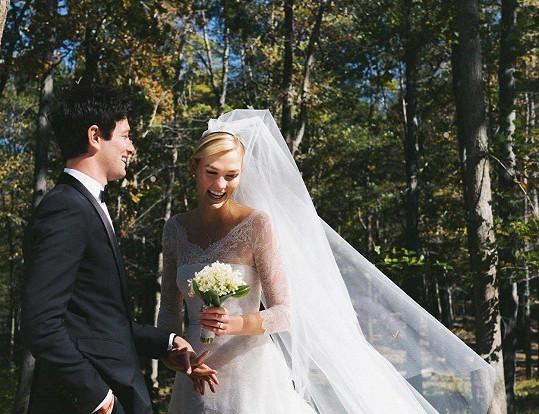 Modelka Karlie Kloss se provdala za Joshuu Kushnera.